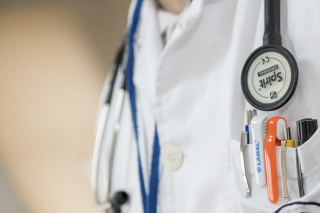 Doctor-medical-medicine-health-42273